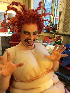 The NOW tenor Dan Karlström as the witch in Hänsel und Gretel, Oper Leipzig